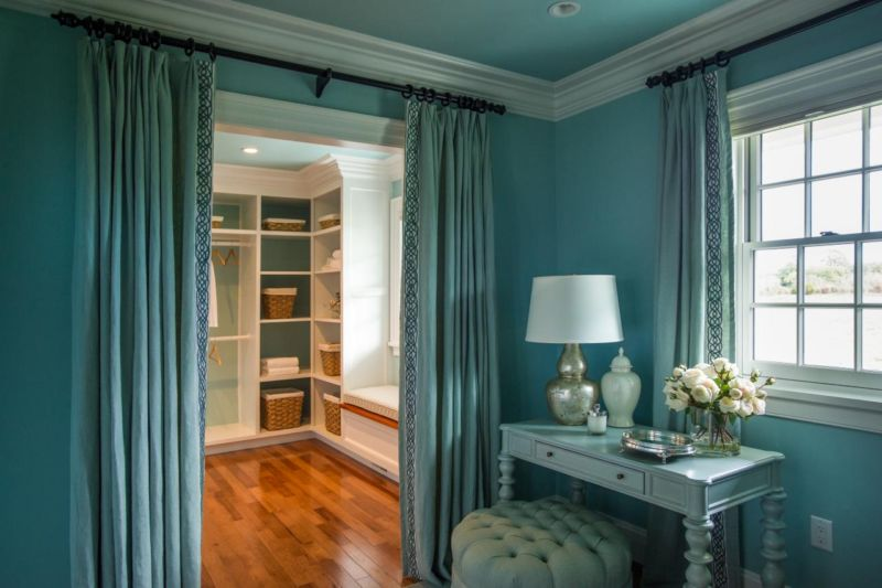 dh2015_dressing-room_walk-in-closet-and-dressing-table_h-jpg-rend-hgtvcom-1280-853