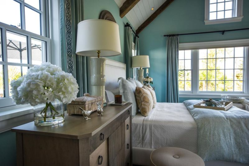 dh2015_master-bedroom_matching-white-lamps-nightstand-dressers_h-jpg-rend-hgtvcom-1280-853