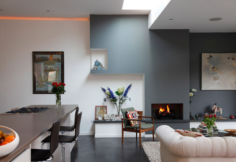 modern-minimalist-design-of-the-new-york-living-room-that-has-black-modern-floor-and-also-cream-sofas-can-add-the-beauty-inside-the-modern-house-design-ideas-with-wooden-table-inside1