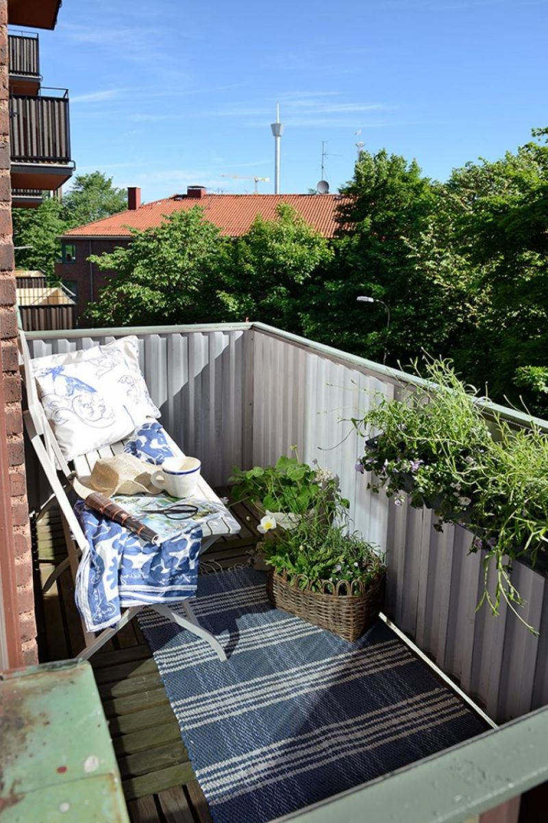 small-patio-design-with-white-bench-also-blue-gingham-rug-pattern-beside-white-balcony-banister