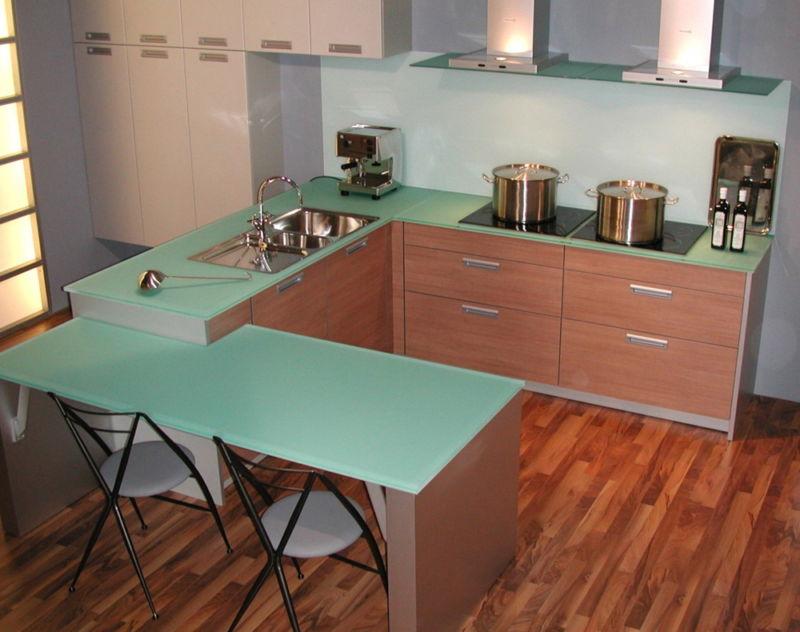steklyannye-stoleshnicy-stilnoe-napravlenie-v-dizayne-interera-portfolio