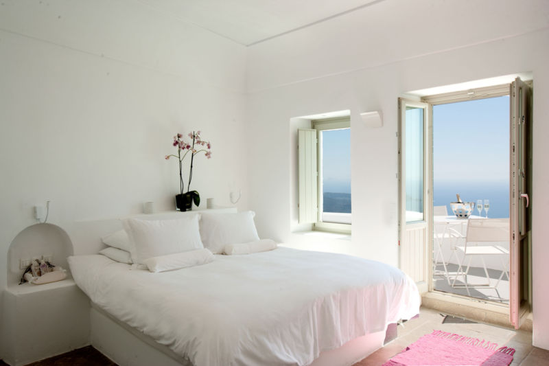 unique-white-bedroom-ideas-decorating-your-comfort-zone