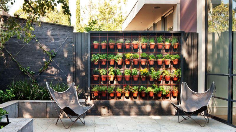 vertical-garden-plant-pots-outdoor-area-20150807163902-q75dx1920y-u1r1g0c