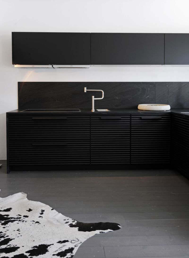 white-and-black-kitchens-design-and-chef-kitchen-design-for-owning-a-pleasant-kitchen-by-a-simple-impressive-easy-idea-2