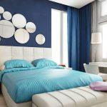 синие обои для спальни